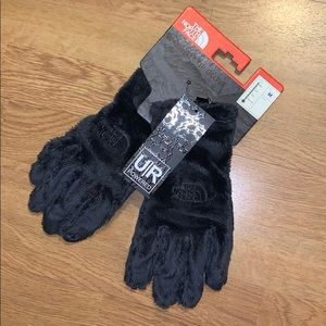 NWT The North Face Osito Etip Gloves, Gray, M